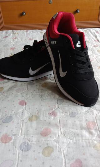 Kasut Nike Hitam Merah
