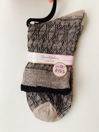 日本直送 灰米花紋 襪 女襪