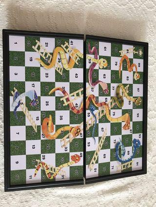 🚚 Snacks and ladders chess