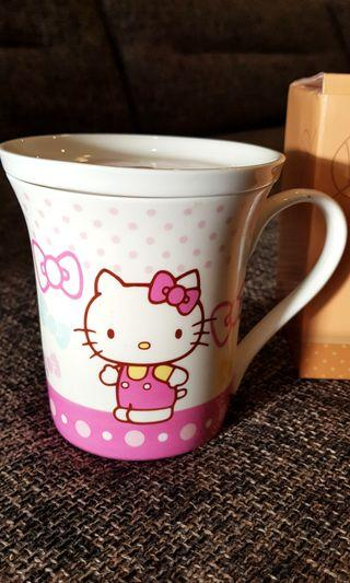 BNIB HELLO KITTY CERAMIC CUP WITH COVER