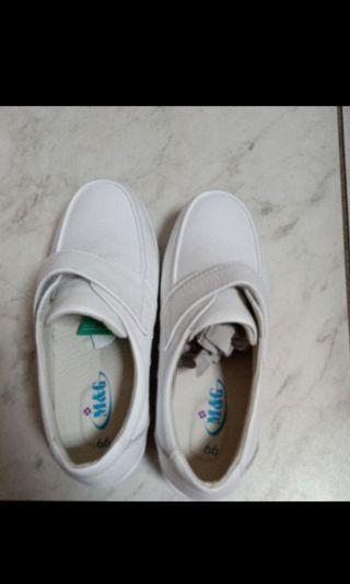 🚚 美而堅 氣墊護士鞋