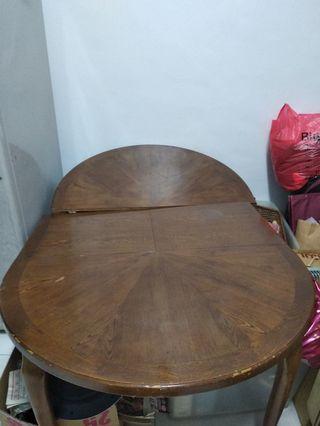 代售原木餐桌 有誰要收購餐桌跟椅子,整組床板,白色天花板二塊