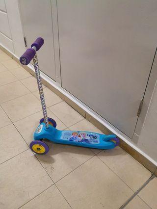 🚚 Kid's Elsa scooter