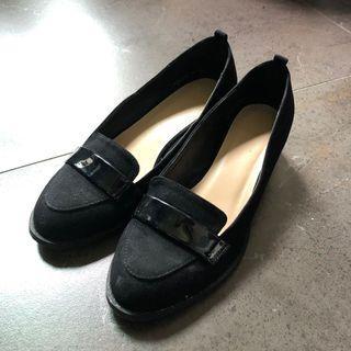 🚚 韓 漆皮裝飾微尖頭鏡面鞋跟低跟鞋 女鞋 鞋子 36碼