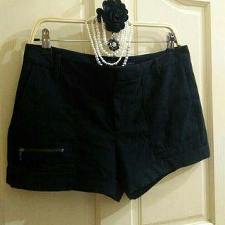 ZARA單邊拉鍊造型短褲