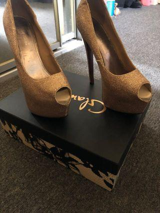 MARCO GIANNI SUPERSEXY GOLD PLATFORMS!