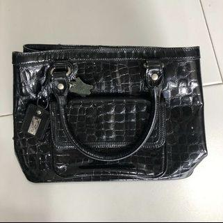 🚚 Guy Laroche Handbag