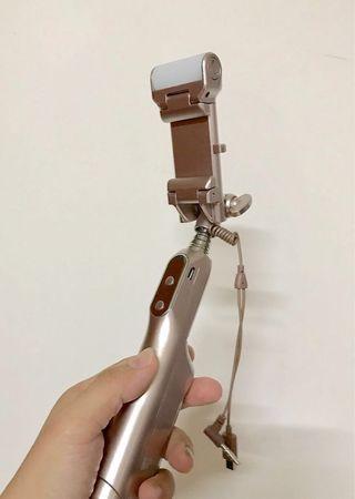 🚚 伸縮折疊手機自拍棒 aibo 香檳金