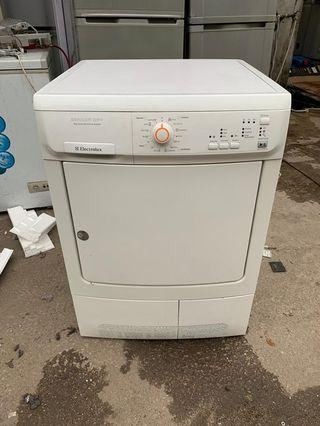 Used electrolux condenser cloths dryer pengering baju 7.0kg drying machine in good condition