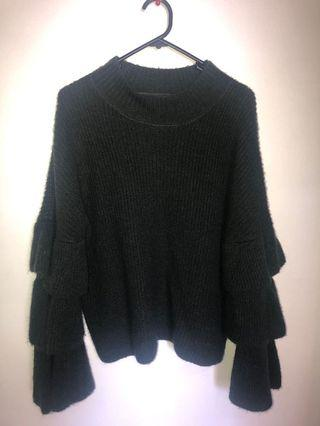 Trumpet sleeved knit
