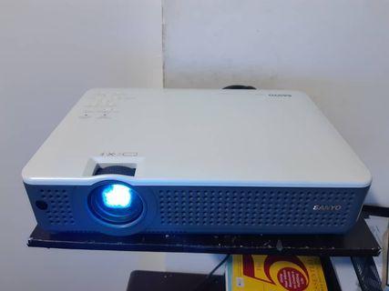 Projector LCD Sanyo