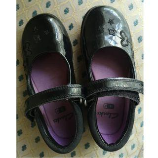 Clark's Girls black patent shoes (Used)