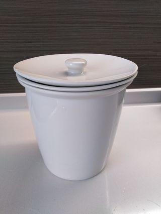 🚚 Porcelain steaming pot