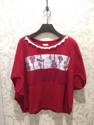 🚚 紅底白蕾絲造型上衣