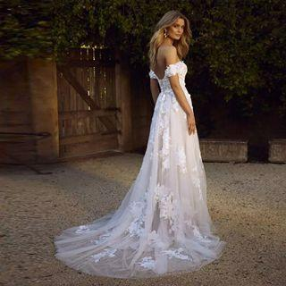 🚚 Off shoulder white bohemian wedding gown