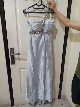Gaun pesta panjang silver
