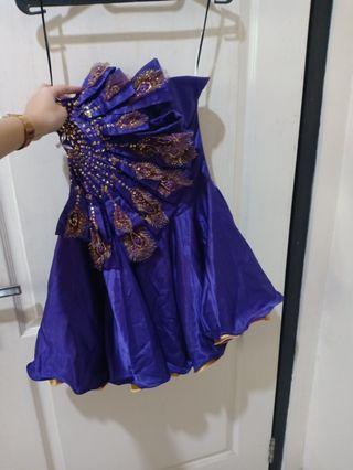 gaun pesta merak ungu