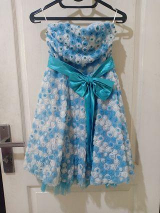 gaun pesta anak biru kembang