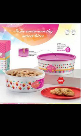 Tupperware blushing pink cookies canister 1.75mls (2)