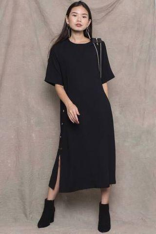By your side button midi in black
