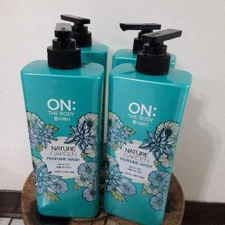 🚚 1罐130🧿韓國ON THE BODY 藍色森林香水沐浴精 900g (效期2020.01.11)