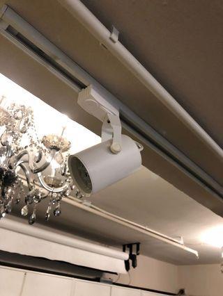 路軌LED射燈共八個