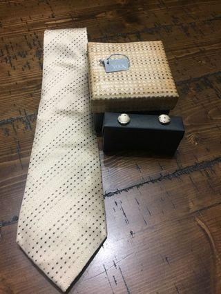 Necktie with Cufflinks