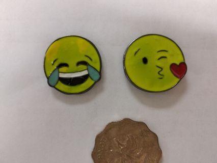 Emoji brooch 禁章 兩個