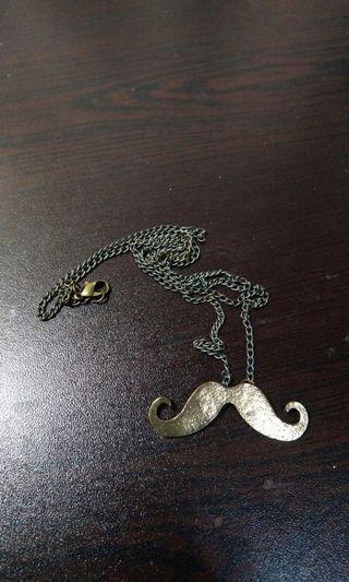 鬍子長頸鏈