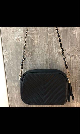 🚚 [現貨]黑色氣質中包款可肩背/手拿包 內有小夾層