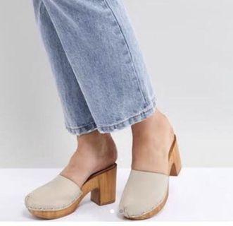 Vintage style clogs
