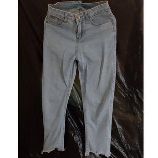 高腰淺色牛仔褲