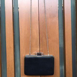 Clutch Pesta Sling Bag By Fladeo