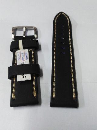 Black 24 mm leather strap