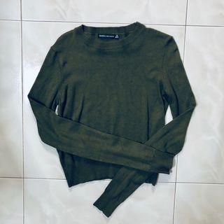 🚚 Bershka Army Green Cropped Pullover