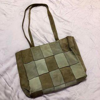 [CHANEL] Vintage Retro Khaki Green Checkered Chanel Logo Handbag