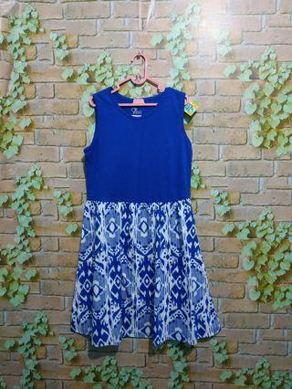 Mididress new with tag 5-7 T (ada 2 pcs)