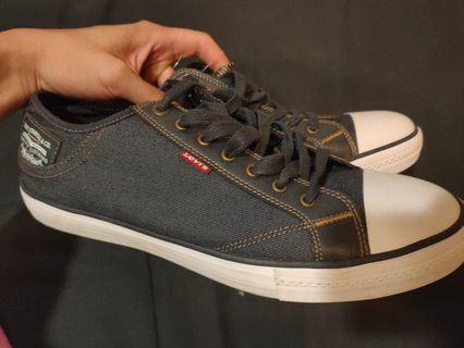 Levi's 帆布鞋