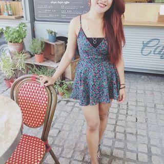🚚 V領花洋裝