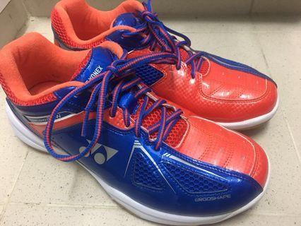 Yonex badminton shoes , in good condition(低幫)