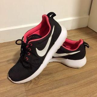 Nike Roshe Run in Black/White-Hyperpunch (Womens)