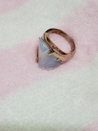 月亮石戒指