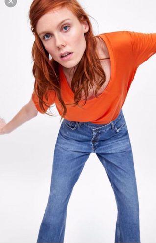 🚚 Zara歐美個性T服飾 軍綠色、綠色、橘紅色,先完成匯款免費贈送10件 超值福袋 隨機出貨二手商品包括:鞋、襪、包包、褲子、裙子、上衣、飾品、美妝、家用品