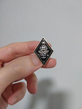 🚚 Black Diamond Club Pin