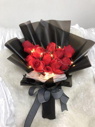 Lightning rose bouquet (12 roses)