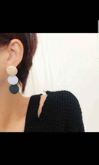 🚚 Earrings with a vintage touch