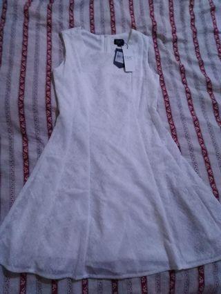 White Elegant Sleeveless Dress