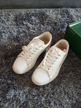 Sneakers wanita