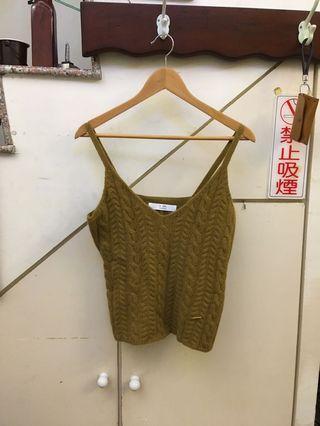 韓系妹子細肩帶短毛衣