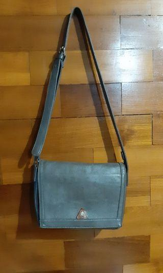 Tas slempang/ sling bag semi kulit local brand